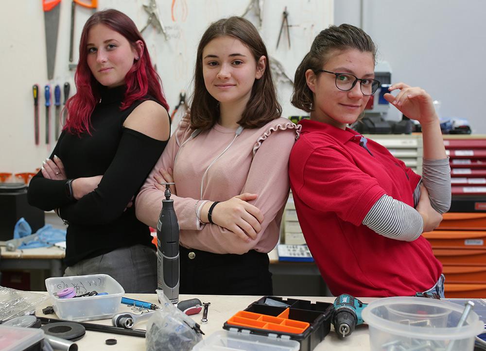 בנות הדסה נעורים מפתחות רובוטים