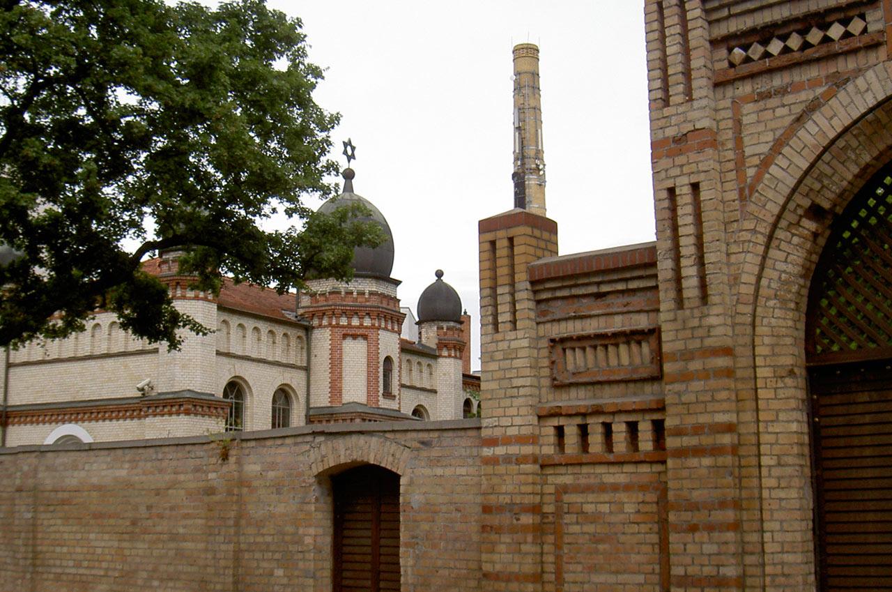 בית הכנסת העתיק של האלה