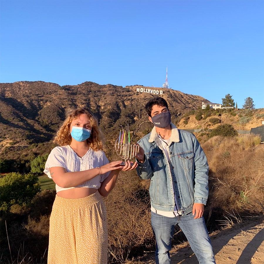 השינשינים שלנו בלוס אנג'לס מדליקים נר רביעי בגבעות הוליווד
