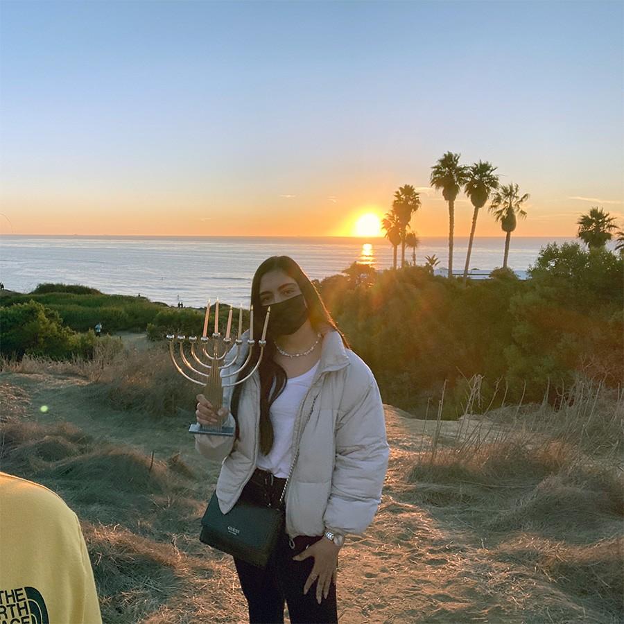 השינשינית שלנו בסן דייגו מדליקה נר חמישי