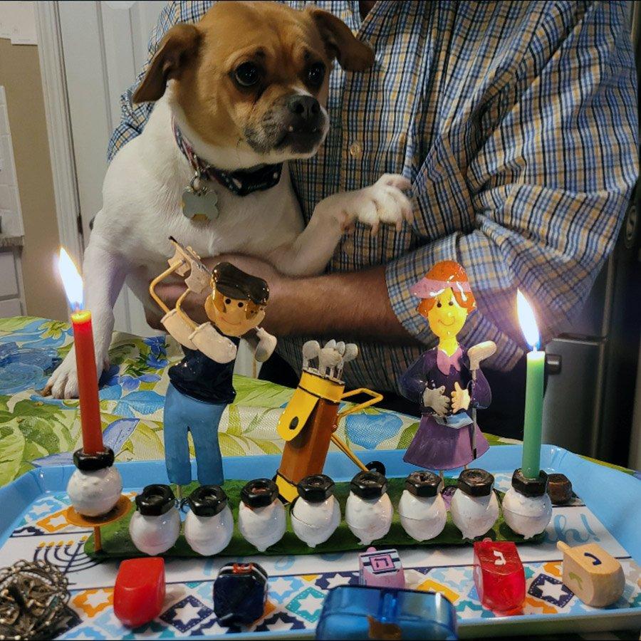 """תמונה מכם: הדלקת נרות עם כלבה של מרסי מאטלנטה, ארה""""ב"""