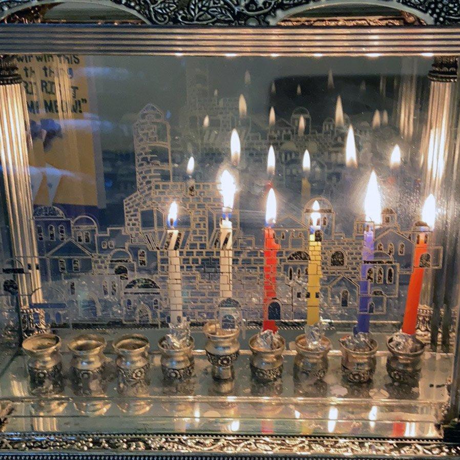 תמונה מכם: הדלקת נרות בביתה של סטייסי קדוש בניו ג'רזי