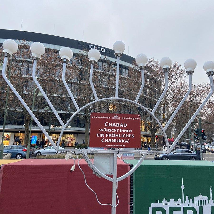 תמונה מכם: חנוכייה במרכז ברלין
