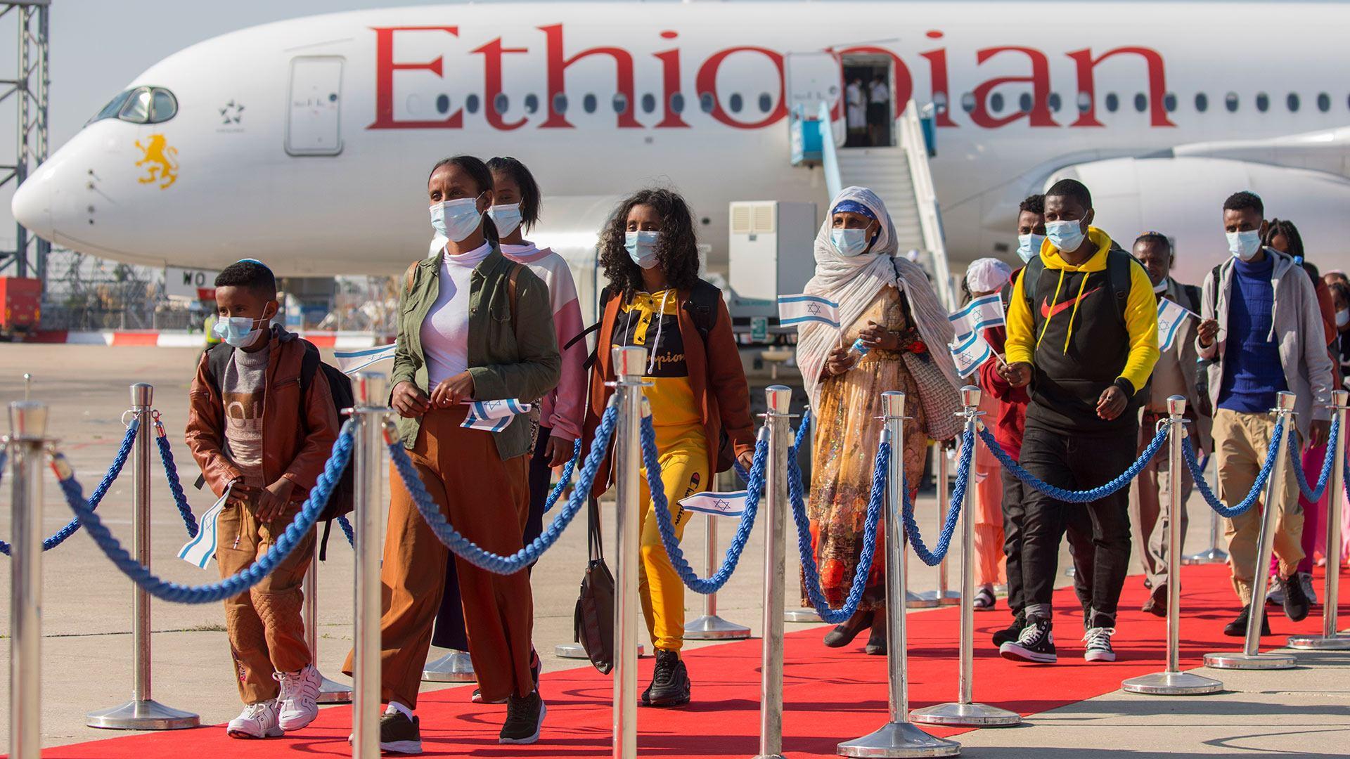 עולים נרגשים מאתיופיה במבצע צור ישראל